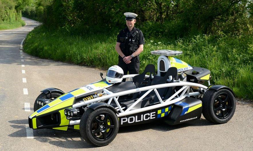 voiture de police angleterre insolite vehicule