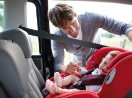 conseils à suivre avec un enfant en voiture