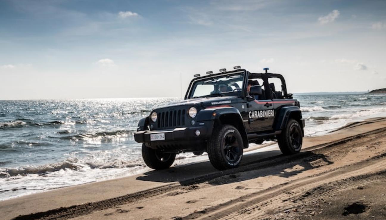 jeep wrangler 4x4 plage mer